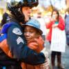 白人警官が黒人男性を取り押さえ死亡させた事件による抗議運動から暴動へ
